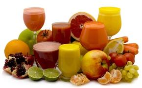 Обои лимон, соки, мандарин, гранат, фужеры, яблоко, свежесть, апельсин, стаканы, помидор, виноград, лайм, морковь