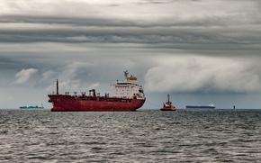 Картинка море, небо, тучи, пасмурно, корабли, горизонт, катер, танкер