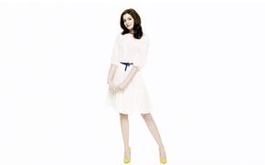 Картинка девушка, лицо, фон, волосы, платье, актриса, ножки, красотка, Anne Hathaway, Энн Хэтэуэй
