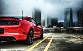 Картинка красный, туман, зад, HDR, небоскребы, mustang, мустанг, выдержка, горизонт, сзади, парковка, red, ford, black, форд, …