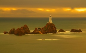 Картинка море, облака, скала, маяк, остров