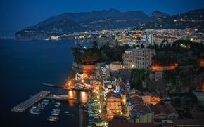 Картинка море, небо, горы, ночь, огни, скалы, дома, Италия, Сорренто