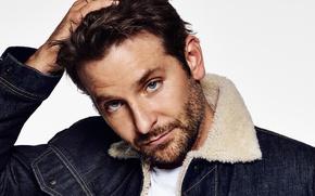 Картинка портрет, куртка, актер, белый фон, мех, Брэдли Купер, джинса, Bradley Cooper, Eric Ray Davidson