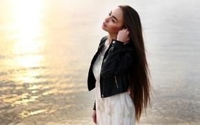 Картинка девушка, река, настроение, рассвет, белое, утро, платье, брюнетка, куртка