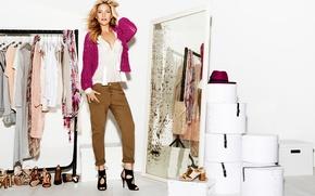 Картинка девушка, одежда, обувь, актриса, зеркало, блондинка, коробки, Кейт Хадсон, Kate Hudson