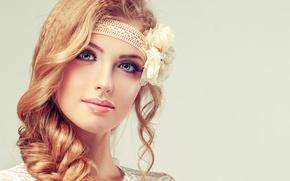Обои девушка, лицо, макияж, улыбка, цветок