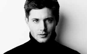 Обои лицо, актер, сериал, Jensen Ackles, черно-белый фон, сверхъестественное, supernatural, Дженсен Эклс, dean winchester, дин винчестер