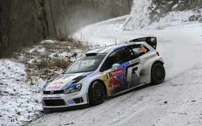 Картинка Зима, Авто, Белый, Снег, Лес, Спорт, Volkswagen, Машина, Поворот, Фары, Red Bull, WRC, Ралли, Передок, …