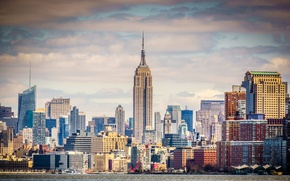 Картинка небо, облака, река, башня, дома, нью-йорк, сша, Empire State Building