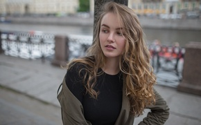 Обои взгляд, девушка, мост, лицо, city, милая, модель, одежда, портрет, куртка, шатенка, красивая, прелесть, Julia, young, ...