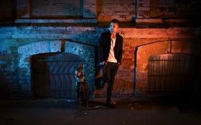 Картинка ночь, город, улица, собака, парень