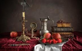Картинка яблоки, книги, свеча, ожерелье, клубника, нож, посуда, натюрморт, ножницы