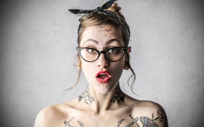 Обои look, astonished woman, tattoos