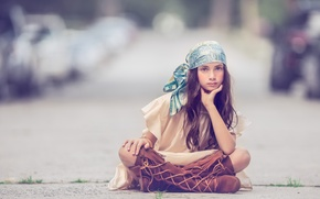 Картинка девочка, косынка, сапоги, взгляд
