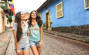 Картинка лето, девушка, улыбка, улица, смех, прогулка