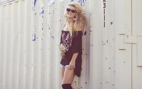 Картинка girl, woman, smile, flowers, model, garage, laugh, blond, blonde, female, curls, container, Veronica Mae McCracken