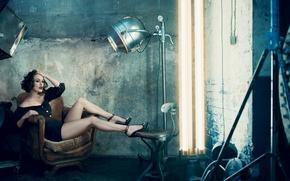 Картинка девушка, кресло, актриса, Кира Найтли, шатенка, Keira Knightley