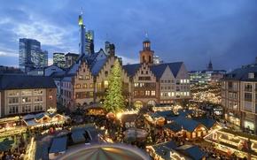 Обои люди, праздник, елка, Европа, домики, карусель, гирлянды, год, новый, новогодняя, ярмарка