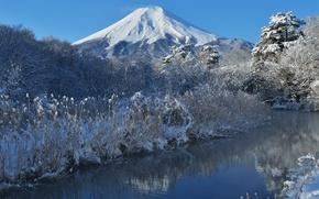 Картинка зима, небо, снег, деревья, природа, река, гора, Япония, Фудзияма