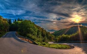 Картинка дорога, деревья, асфальт, холмы, облака, поворот, лес, закат