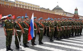 Картинка флаг, солдаты, Россия, Красная площадь, гордость, ВДВ, десантники, голубые береты