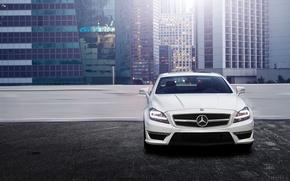 Картинка город, здания, парковка, спереди, мерседес, Mercedes Benz CLS