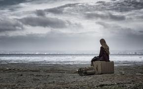Картинка море, девушка, чемодан