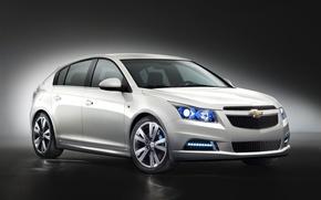 Обои хэтчбэк, фон, белый, автомобиль, фары, темный, машина, Chevrolet, колеса, Cruze