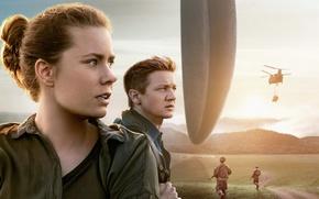 Обои Amy Adams, фантастика, инопланетяне, поле, Arrival, Прибытие, коллаж, вертолет, солдаты, Джереми Реннер, Jeremy Renner, Эми ...