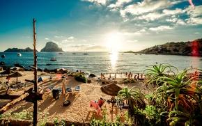Картинка песок, море, пляж, небо, солнце, острова, облака, отдых, берег, яхты, лодки, Испания, Ibiza