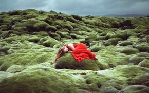 Обои камень, в красном, девушка, сон, Lizzy Gadd