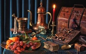 Картинка свеча, ожерелье, виноград, книга, фрукты, сундук, натюрморт, груши, специи, мандарины, ступка, кофейник, медь