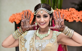 Картинка девушка, bride, smiling, индианка, свадебный макияж, hands up, indian wedding