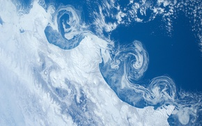 Картинка снег, океан, земля, вулканы, NASA, камчатка, International Space Station, Міжнародна космічна станція МКС, плавучие льдины, …