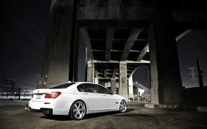 Картинка белый, ночь, мост, бмв, BMW, white, 750Li, 7 Series, бетонные опоры, F02