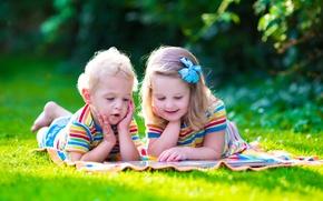 Обои мальчик, маленькие, лето, summer, Little girls, grass, книга, Boys, дети, отдых, children, девочка