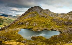 Картинка трава, горы, скала, озеро, камни, гора, мох