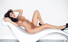 Обои девушка, фон, модель, голая, кресло, туфли, Anna Lynn