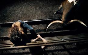 Обои арена, рога, бык, девушка, загон
