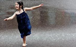 Обои дорога, дождик, капли, макро, радость, дети, город, поза, улыбка, самолет, дождь, улица, настроения, волосы, весело, ...