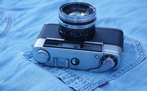 Картинка джинсы, фотоаппарат, Yashica Lynx 1000