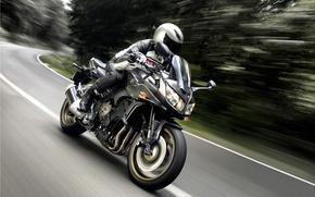 Картинка асфальт, фары, скорость, мотоцикл, шлем, Yamaha, мотор, FZ1s, Fazer