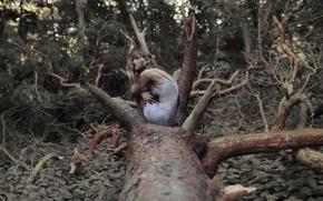 Картинка лес, девушка, дерево, грязь, крапива, The Spriggan