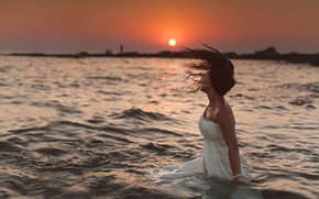 Картинка волны, вода, девушка, солнце, закат, платье, невеста