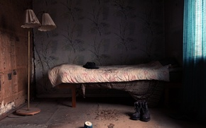 Картинка комната, кровать, ботинки