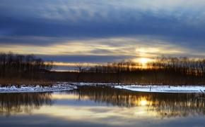 Картинка отражение, снег, деревья, берег, вечер, Зима, синее, небо, река, закат