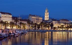 Картинка пальмы, здания, бухта, лодки, ночной город, катера, набережная, Хорватия, Croatia, Split, Сплит