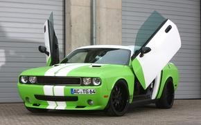 Картинка тюнинг, двери, Додж, зелёный, Dodge, Challenger, вид сзади, tuning, Muscle car, челенжер, Мускул кар, Wrapped, …