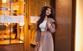 Картинка улыбка, модель, шляпа, макияж, фигура, брюнетка, прическа, сумка, пальто, сексуальная, Kira Petrova, Кира Петрова