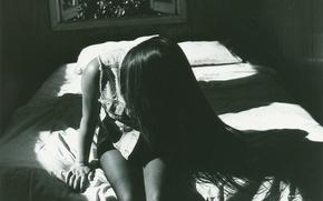 Картинка девушка, волосы, черно-белое, сидит